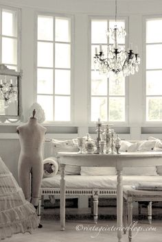 Vintage by Nina ▇ #Vintage #Home #Decor via - Christina Khandan on IrvineHomeBlog - Irvine, California ༺ ℭƘ ༻