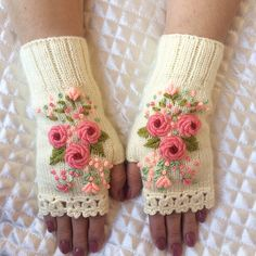 Knitting Projects, Knitting Patterns, Sewing Patterns, Crochet Mobile, Fingerless Gloves Knitted, Knitting Socks, Embroidered Flowers, Handicraft, Arm Warmers