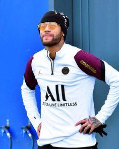 Psg, Messi And Neymar, Neymar Football, Sports Graphic Design, Chelsea Fc, Best Player, Diy Fashion, Polo Ralph Lauren, Soccer