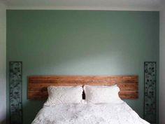 Que pensez-vous de la construction d'une tête de lit faite de palettes avec une ambiance rustique et moderne en même temps? Le processus de construction n'est pas complexe, mais nous vo…