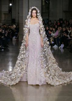 Georges Hobeika, Couture, Spring Summer 2017 Fashion Show in Paris Georges Hobeika, Style Couture, Couture Fashion, Punk Fashion, Lolita Fashion, Paris Fashion, Couture Dresses, Fashion Dresses, Haute Couture Gowns