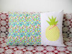 coussin-ananas-tissu-henry-et-henriette-diy Henry Et Henriette, Crochet, Throw Pillows, Quilts, Blanket, Bed, Couture, Diy Cushion, Fabric