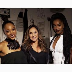 Mais um clic da cantora @negrali com nosso look para a noite de ontem no #SpotifyTalks ao lado de @danielamercury e @iza.real. Amamos!❤️❤️❤️#reginasalomao #SummerVibesRS #SS17 #momentoRS