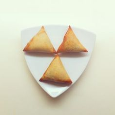 Lovely, little samosas   25 Pakistani Dishes Everyone Should Learn To Cook