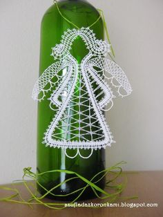 Angel made of bobbin lace