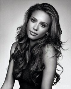 Jessica Alba. I love her hair!! I swear if I could look like anyone, though, it would be her... Beautiful :-)