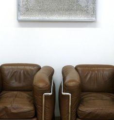 Rakuko and Tadaaki's Studio in Chelsea - Remodelista Fine Furniture, Furniture Design, Furniture Chairs, Le Corbusier Sofa, Eames, Red And White Weddings, Adobe House, Lounge Chair, Sofa Seats