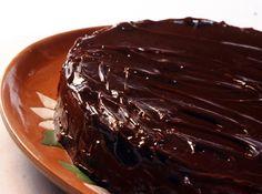Receita de Bolo de Chocolate - bolo está pronto faça o teste do palito. Desinforma o bolo morno. Obs: se você for utilizar o chocolate em pó, substitua o bicarbonato por...