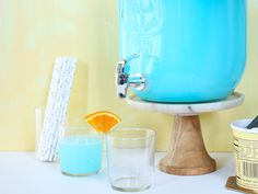Blue punch recipes go great with baby boy showers or birthday parties. They're delicious for adults and kids, and they're easy to make! Baby Shower Punch, Baby Shower Drinks, Baby Shower Games, Baby Shower Parties, Baby Boy Shower, Baby Showers, Blue Drinks, Mixed Drinks, Summer Drinks