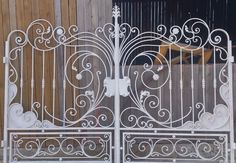(1) Одноклассники Wrought Iron Driveway Gates, Gates And Railings, Wrought Iron Stairs, Metal Gates, Steel Gate Design, Door Gate Design, Tor Design, Grill Design, Iron Art