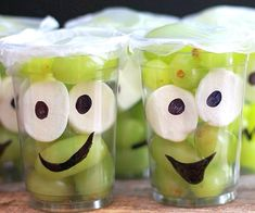 Make Them Smile With This Monster Fruit Cup Recipe! – thegoodstuff Make Them Smile With This Monster Fruit Cup Recipe! Halloween Snacks, Preschool Halloween Party, Healthy Halloween, Halloween Goodies, Halloween Halloween, Halloween Makeup, Halloween Decorations, Halloween Costumes, Halloween Recipe