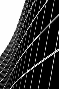 fiore-rosso: Facade of a hotel [Frankfurt]. Black And White Abstract, Black N White Images, Black And White Design, Black White, Architecture Portfolio Template, Facade Architecture, Study Photos, Monochrome Pattern, Elements Of Design