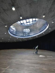 Bevk Perovic, Dekleva Gregoric, OFIS et Sadar + Vuga – sans doute les quatre plus grands cabinets d'architecture slovènes actuels – ont conçu ensemble le centre culturel des technologies spatiales européennes (KSEVT) de Vitanje. Inauguré en 2012, le KSEVT est riche en symboles liés à l'iconographie de l'exploration spatiale.   Avec son projet de centre culturel ...
