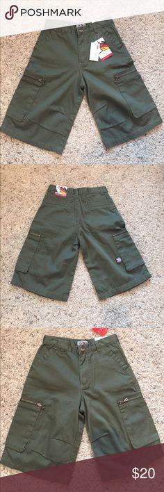 NWT boys cargo shorts!!  Size 6 NWT boys hunter green cargo shorts!  Size 6!  Great shorts!!! Bottoms Shorts