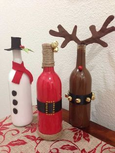 Diy Christmas 2015 wine bottle crafts - bells, yarn, table decoration