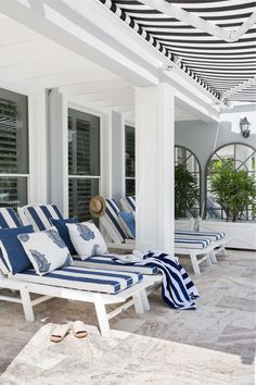 Australian have long had an affection for Hamptons decor. Here, interior designers Diane Bergeron, Thomas Hamel and Linda Kerry share their secrets to perfecting Hamptons style in any home. Hamptons Decor, Les Hamptons, Hamptons Style Homes, Hamptons Style Bedrooms, Hamptons Beach Houses, Outdoor Rooms, Outdoor Living, Outdoor Decor, Outdoor Ideas