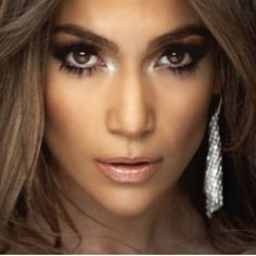 JLo is Jennifer Lopez! Maquillaje Jennifer Lopez, Jennifer Lopez Makeup, Jlo Makeup, Makeup Tips, Hair Makeup, Makeup Products, American Idol, Britney Spears, Bridal Makeup