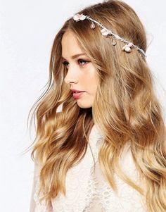ASOS Wedding – Haarschmuck mit Blüten und Perlen