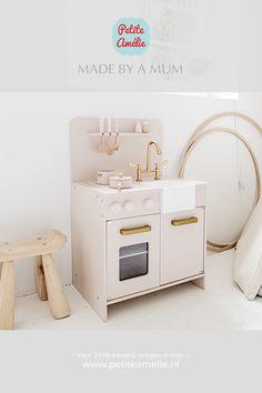 Schuilt er in jouw kind ook een echte Chefkok en wil hij of zij altijd meehelpen in de keuken? Play Corner, Ikea Hacks, Washing Machine, Montessori, Home Appliances, Learning, Toys, Fun, Rosaries