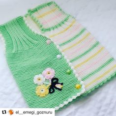 Bonjour bonjour à nous tous❤️❤️❤️ . Baby Knitting Patterns, Doll Patterns, Crochet Patterns, Baby Poncho, Baby Vest, Moda Emo, Tatting Lace, Christian Dior, Diy And Crafts