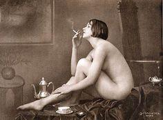 1933 erotic postcard of a woman smoking in the nude by Julian Mandel