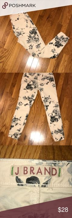 J Brand floral print Skinnies EUC Hail paying with gray floral design skinny jeans. Size 29, with a 25 inch inseam J Brand Jeans Skinny