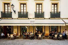 Les pintxos sont au Pays basque ce que le tapas sont à l'Espagne.Sélection de smeilleurs bars à pintxos de San Sebastián (Saint-Sébastien en VF, Donostia en basque). Hotel San Sebastian, St Sebastian, Cool Bars, Bilbao, Travelling, Restaurants, Street View, France, Seville Spain