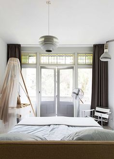 vtwonen home tour of bedroom with white bedding / sfgirlbybay