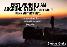 Spruchbild über Freundschaft: Junge Frau steht am Abgrund (Sächsische Schweiz - Lilienstein)