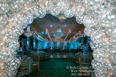 Copo de nieve del globo de Túnel en la entrada al Salón de fiestas
