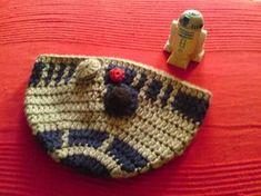 R2D2 beanie! Free pattern. I love nerdy crafts. #starwars #nerd #r2d2