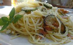 Μακαρόνια με σάλτσα κολοκυθιών ΄΄αααλλο πράγμα σε γεύση !!! ~ ΜΑΓΕΙΡΙΚΗ ΚΑΙ ΣΥΝΤΑΓΕΣ Recipies, Spaghetti, Pasta, Lunch, Dinner, Ethnic Recipes, Greek Beauty, Food, Recipes