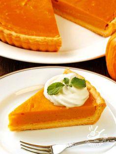 La Crostata dolce alla crema di zucca e panna è un dessert buono e raffinato, da servire per un tè. Gustosa e morbida, riscuoterà un bel successo!