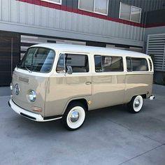 New Volkswagen Campers Van Campervan Camping 42 Ideas Volkswagen Transporter, Vw Bus T2, Bus Camper, Volkswagen Bus, Vw T1, Combi Vw T2, Combi Ww, Vw Classic, Best Classic Cars