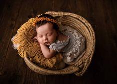 Urszulka😍 📷@fotomarzenia ❤️ Mój wianek jako dodatek.  #newborngirl #newbornstudio #newbornphotographystudio #newbornsession… Baby Flower Crown, Little Babies, Photo Sessions, Beautiful Flowers, Crochet Hats, Bridesmaid, Knitting Hats, Maid Of Honour, Bridesmaids