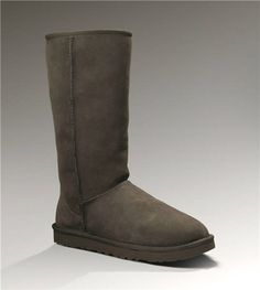 How to clean UGG boots: Keep your favorite UGG boots looking their best with UGG Sheepskin Cleaner and Conditioner. In 5 easy steps* your UGG Classics will be restored to their original look and feel. Ugg Boots Sale, Ugg Boots Cheap, Cheap Uggs, Cheap Nike, Buy Cheap, Ugg Classic Tall, Classic Ugg Boots, Coach Purses, Purses And Bags
