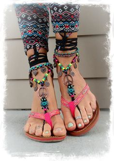 Barefoot Jewelry sandals Bohemian Barefoot Sandals www.justtrendygir… Barefoot Jewelry sandals Bohemian Barefoot Sandals www. Estilo Hippie, Hippie Boho, Bohemian Style, Bare Foot Sandals, Black Sandals, Shoes Sandals, Pink Sandals, Boho Fashion, Fashion Shoes