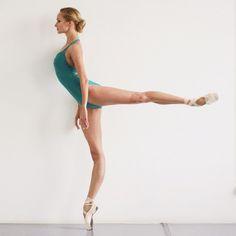 Dance ☆ Ekaterina Borchenko ☆ Photo credit:  Daryan Volkova