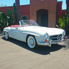 An extremely rare and gorgeous 1958 Mercedes-Benz ✨✨RIGHT HAND DRIVE! ✨✨ Presented in its original color code White Grey with a Red Leather Interior Mercedes Benz Maybach, Mercedes 190, Classic Mercedes, Cars Series, Car Show, Old Cars, Cars For Sale, Vintage Cars, Dream Cars