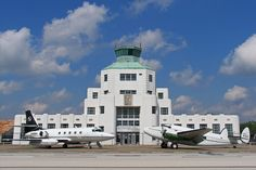 1940 Air Terminal Museum in Houston, TX:  Aviation buffs can't miss a visit to Houston's 1940 Air Terminal Museum, situated about 10 miles from downtown Houston and the Museum District in Hobby Airport's original art deco building. Anyone remember Eastern Air Lines?  Braniff Airways?  WASPs?  America's first WASPs, World War II's Women Airforce Service Pilots, were trained in 1942 in what was then the Houston Municipal Airport. The Hobby Airport lobby is adorned with photos of stars who…