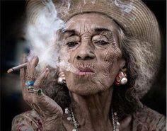 roken, hoge bloeddruk, bloeddruk, oud, rimpels, oude vrouw, bejaarde