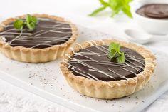 Tarteletas de chocolate y dulce de leche    Para leer su receta hacé click en la imagen.