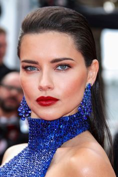 Cannes 2019 Red Carpet: Best Skin, Hair and Makeup Looks - The Skincare Edit Glam Makeup, Hair Makeup, Celebrity Hairstyles, Cool Hairstyles, Best Hair Oil, Red Carpet Hair, Natural Brows, Jessica Chastain, Celebrity Beauty