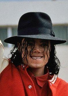 You give me butterflies inside Michael. Michael Jackson Jam, Michael Jackson Tattoo, Bad Michael, Photos Of Michael Jackson, Mike Jackson, Paris Jackson, Jackson Family, Mj Kids, Mj Dangerous