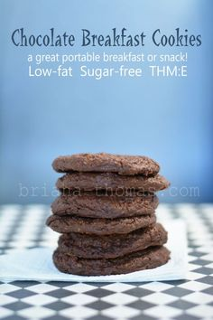 Chocolate Breakfast Cookies {Low-fat, Sugar-free, THM:E} - these cookies are great for an on-the-go breakfast/snack, and they actually repurpose leftover oatmeal!