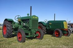 1942 Oliver 80 and 70 Photo. Two Oliver tractors; closest is an 1942 Standard 80 and behind it is a streamlined 1942 Standard Although introduced around the same time in the 80 was never given the streamlining treatment. More Tractor Photos. Case Ih Tractors, Old Tractors, John Deere Tractors, Antique Tractors, Vintage Tractors, Vintage Farm, Mahindra Tractor, Tractor Pictures