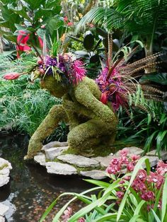 Get inspired with the many ways to decorate your yard with fantastic topiary garden ideas, each with their charm. Unique Gardens, Amazing Gardens, Beautiful Gardens, Beautiful Flowers, Topiary Garden, Topiary Trees, Moss Garden, Garden Pond, Cactus Y Suculentas