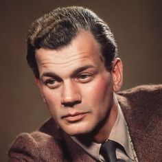 Joseph Cotten Biography - Facts, Birthday, Life Story - Biography.com
