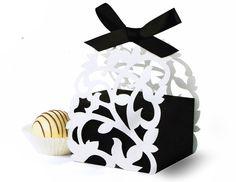Cajita para regalo de despedida de soltera encuentrala en www.almostqueens.com