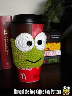 Keroppi The Frog Inspired Coffee Cup Cozy Pattern on Luulla - - Pencil Cup Idea Crochet Coffee Cozy, Coffee Cup Cozy, Crochet Cozy, Crochet Geek, Crochet Gifts, Coffee Girl, Coffee Coffee, Starbucks Coffee, Coffee Drinks
